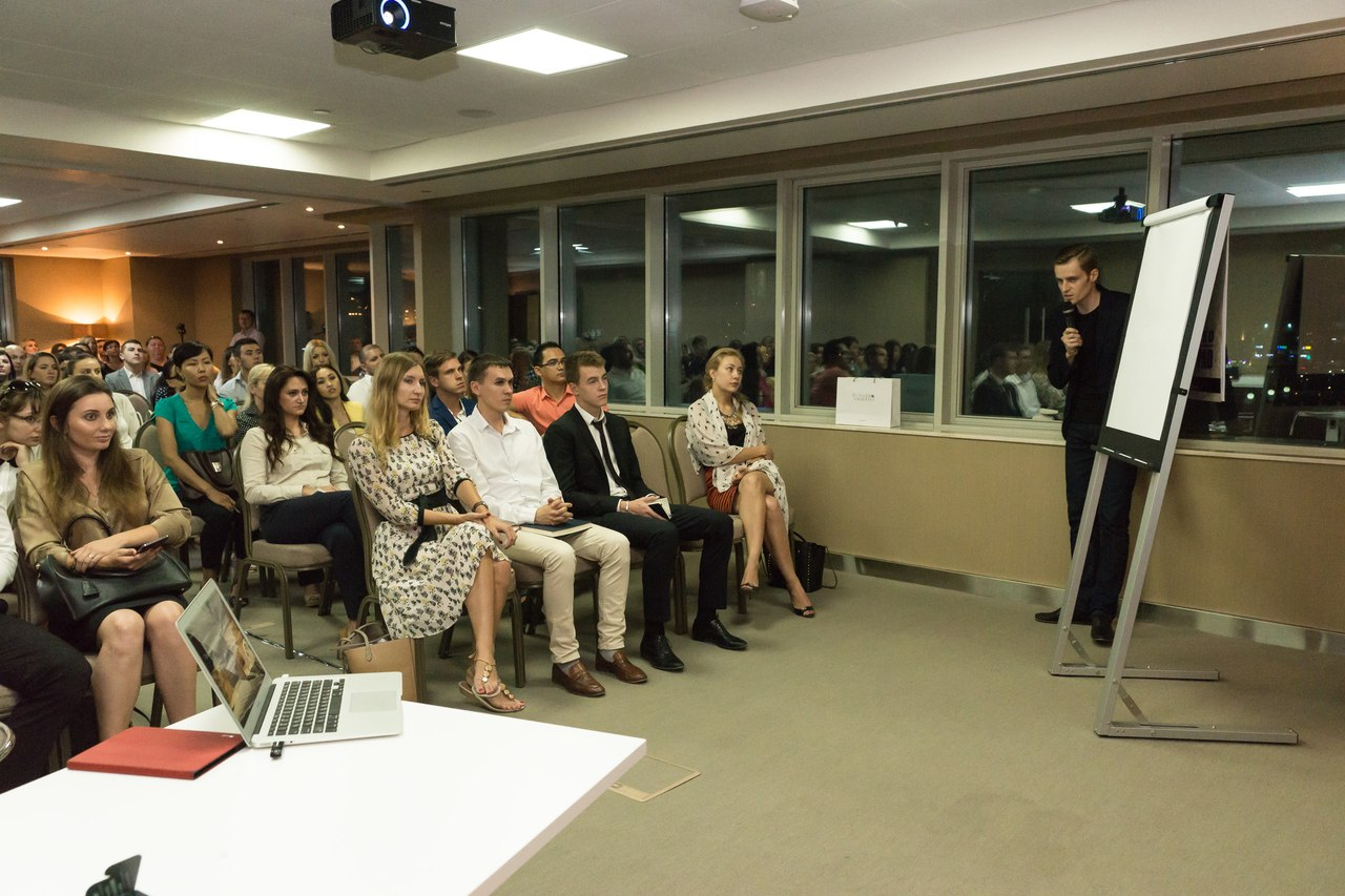 Иван Будько проводит тренинг по продажам в Дубае