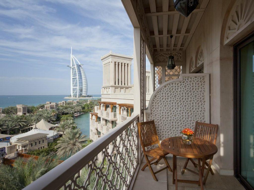 Неприятная правда о работе в Дубае